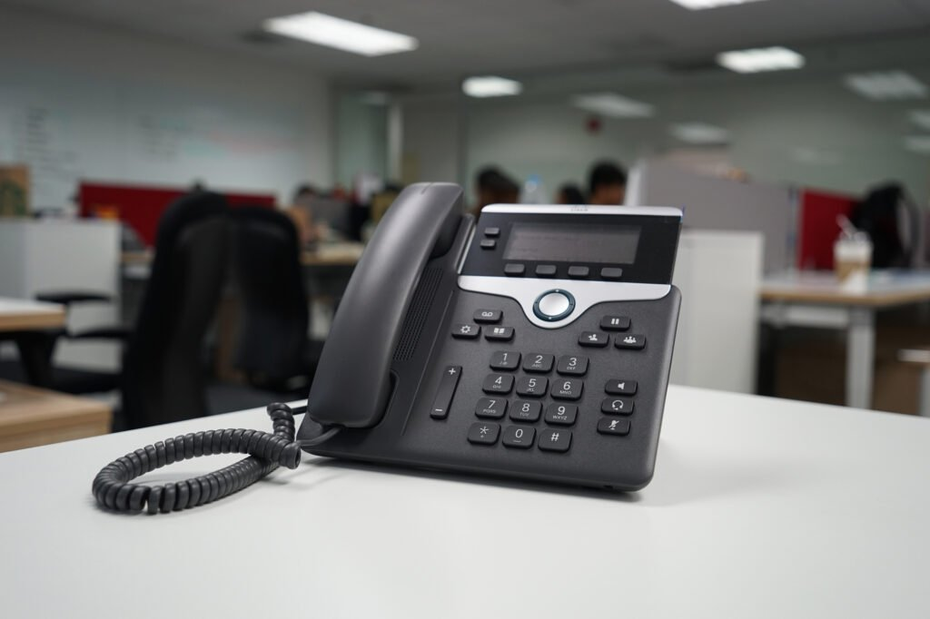 4 Different VoIP Telephone Service Solutions to Consider