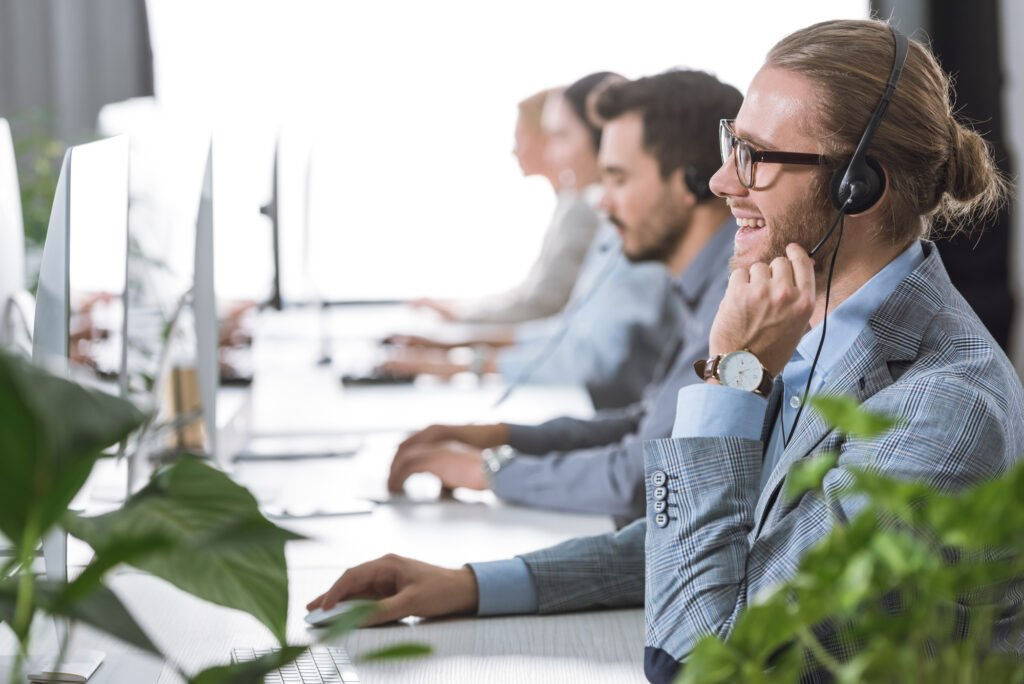 What to Consider for VoIP Call Center Telephone Systems